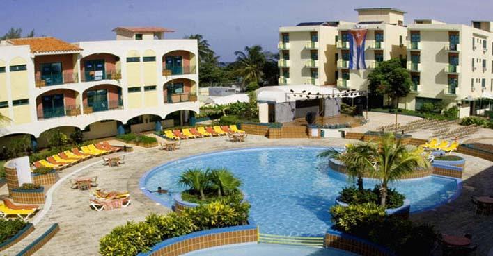 piscina 1 los delfines